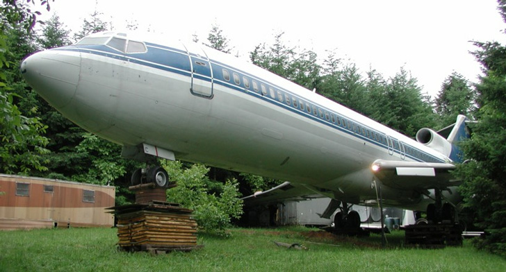 Boeing 727; Living In